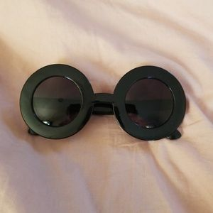 Accessories - Round 60s sunglasses